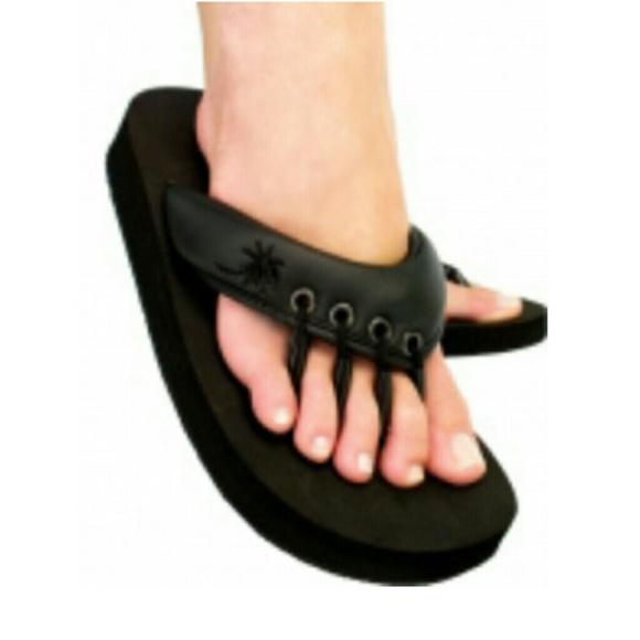1265cb0bab25 Beech Shoes - NWT - Beech Black Yoga   Pedicure Sandals - Size S